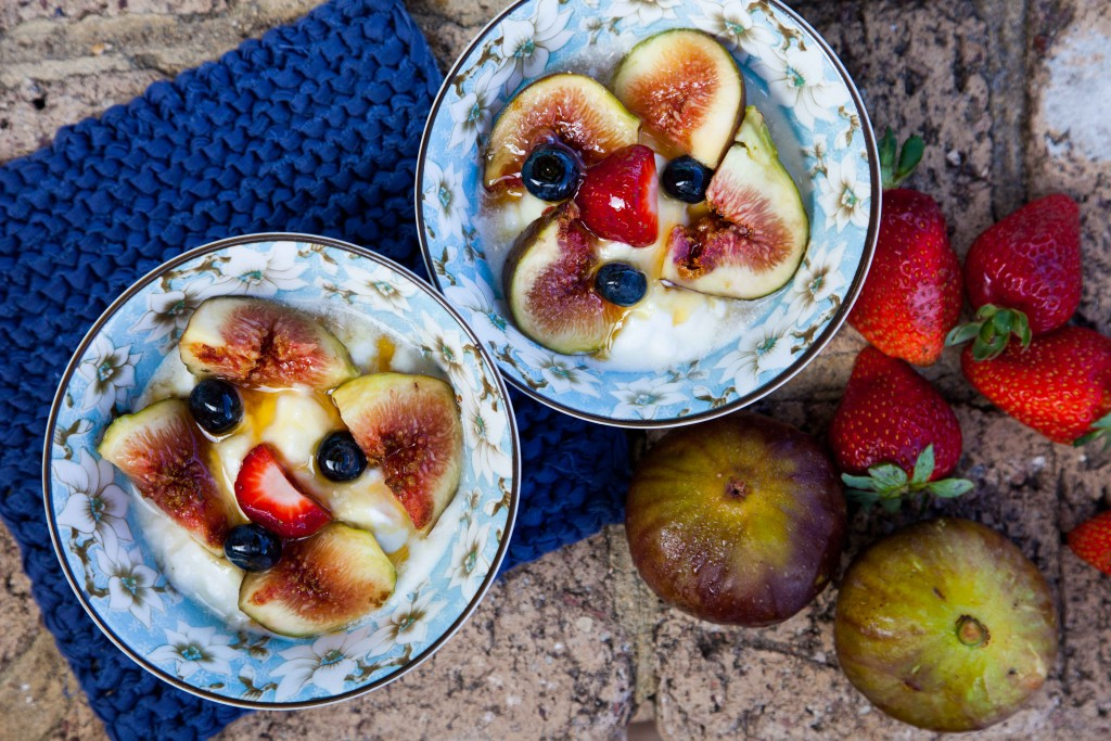 Figs and yoghurt