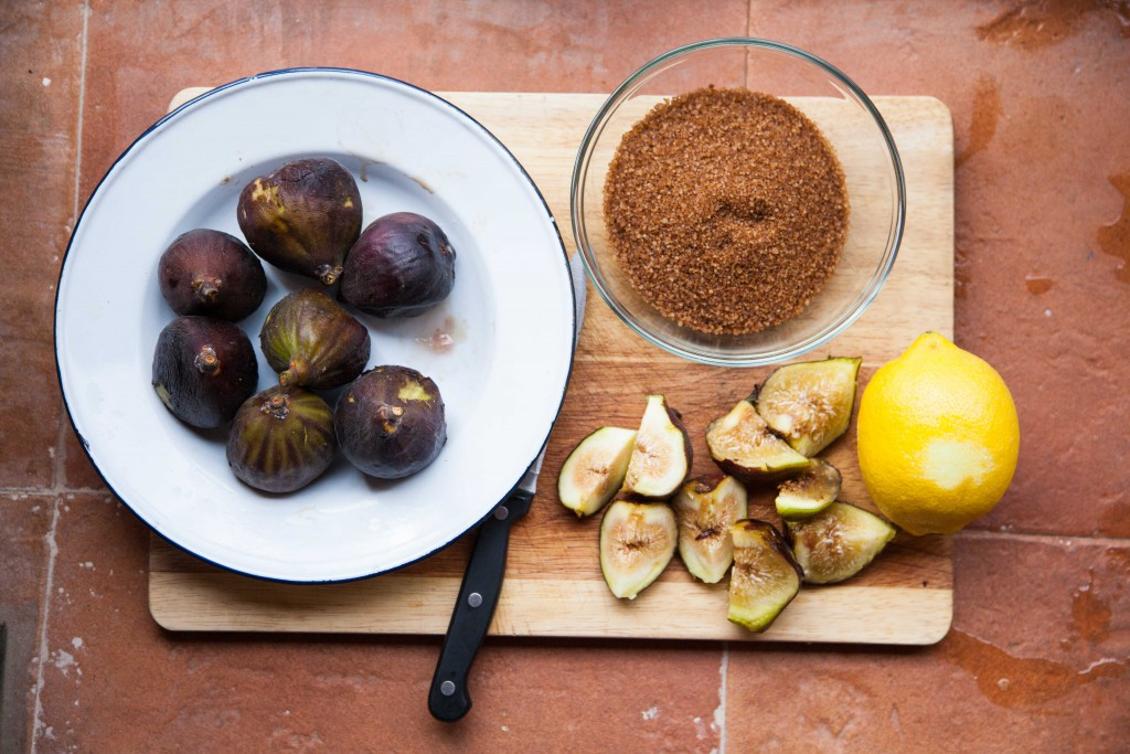 Making fig jam