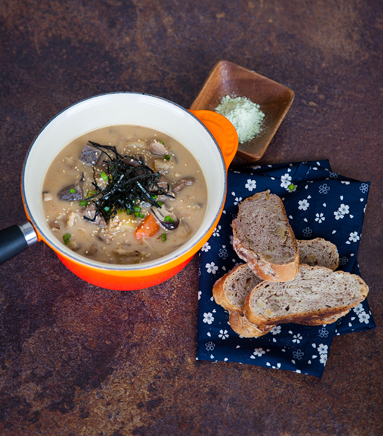 Combining western horseradish, konnyaku and beef with potatoes makes a hearty Japanese inspired stew