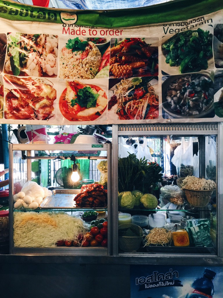These street stalls cook to order traditional thai curries, noodles and dishes.