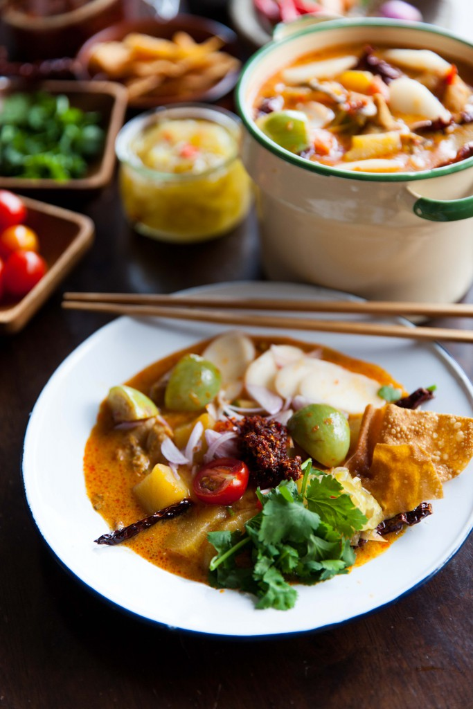 Khao soi curry with rice cakes