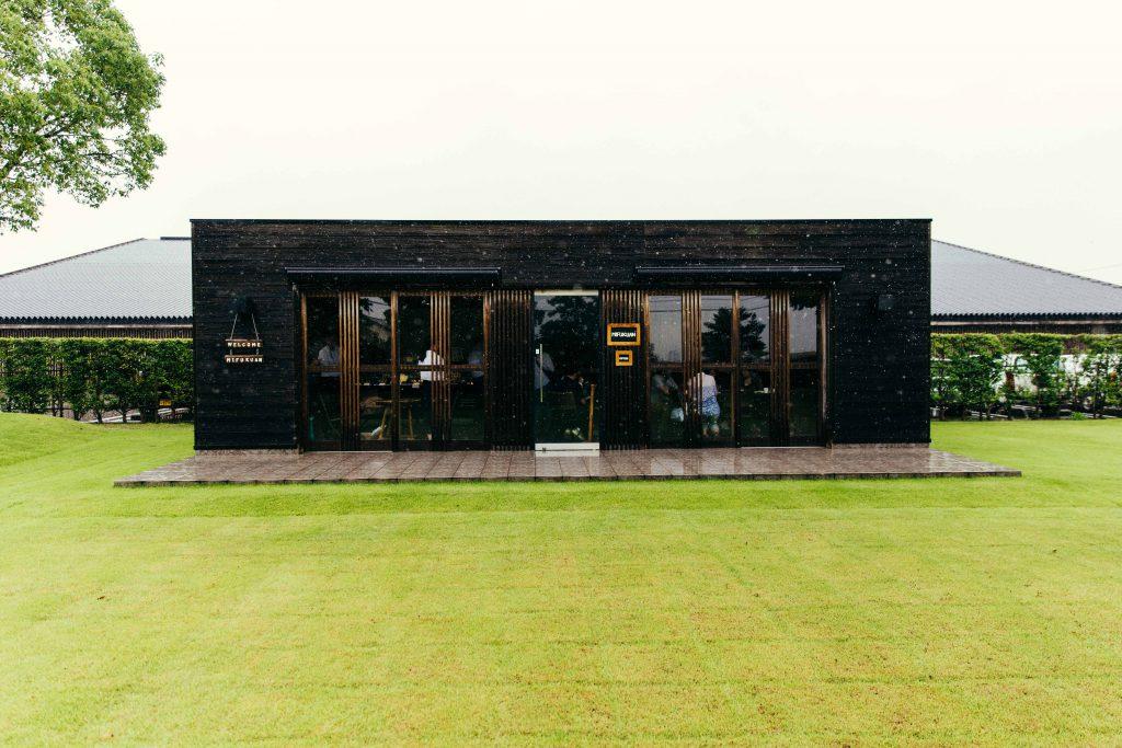 The pristine lawns at Mifukan in Saga City, Kyushu, an artsan producer of yuzukosho.