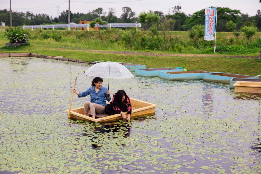 Looks easy, but it isn't! Try balancing on a small boat with a steering stick, an umbrella in the drizzle and looking for slimy junsai!